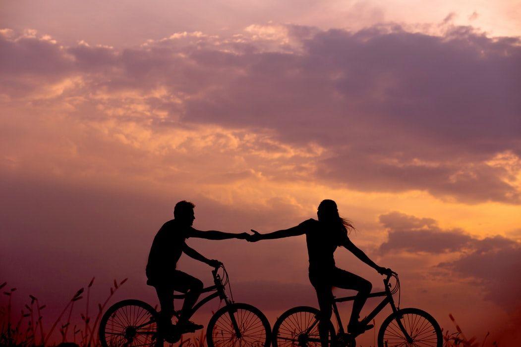 Пара на велосипедах